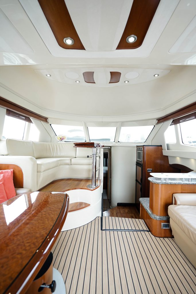 Sea Ray 420 Sedan Bridge 'The Up Side' - ALEXANDER MARINE USA™
