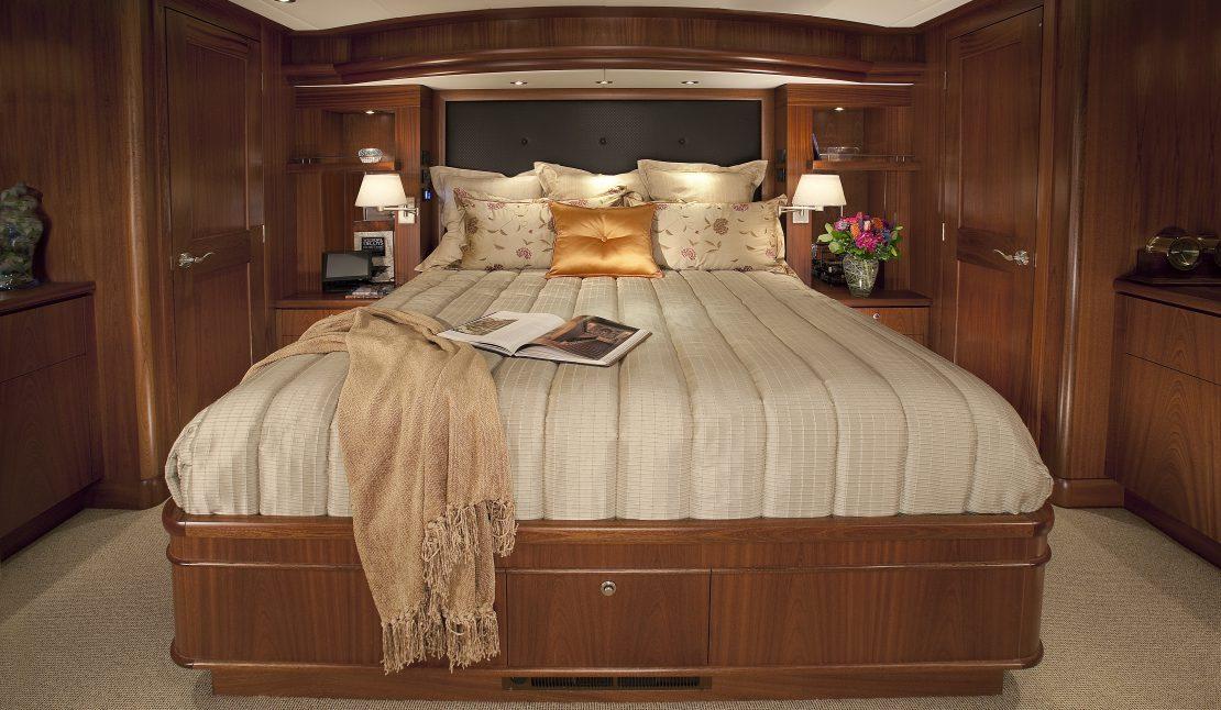 74' 2009 Queenship 'Meriweather' - ALEXANDER MARINE USA™