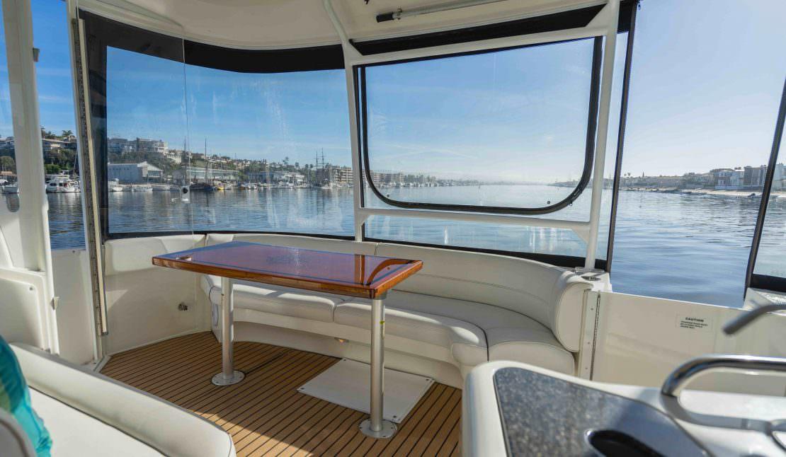 45 2005 Cruisers Yachts 455 Express Motoryacht Alexander Marine Usa